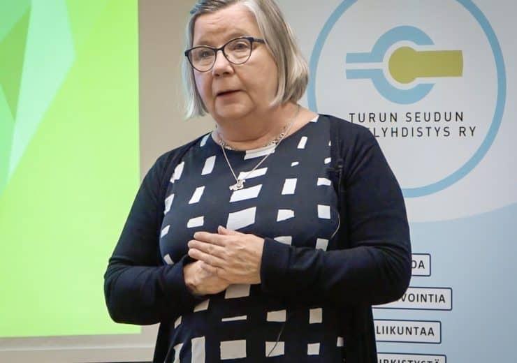 """Kipuhoitaja Päivi Kuusisto: Oman kivun hallinta ja arviointi: """"Sen, mitä suu ei puhu, joutuu keho kantamaan"""""""
