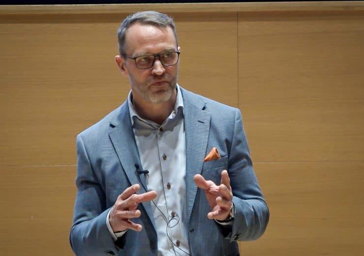Traumatologian ja ortopedian erikoislääkäri Matti Seppänen: Lonkkakipu ja sen hoito – milloin tekonivelleikkaukseen?